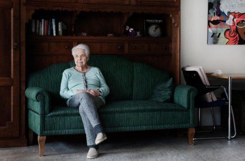 Im Gemeinschaftshof in Niederweningen hat Dolly Rebsamen eine neue Heimat gefunden. (Bild: Nathalie Taiana / NZZ)