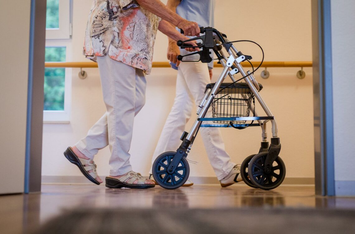 Die Senioren bleiben zu Hause – und die Pflegebetten leer