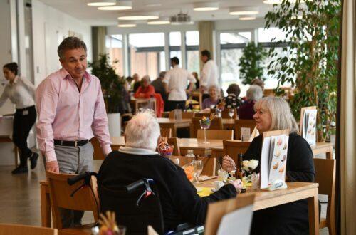Beizen bringen Leben in Heime – Seniorenzentren setzen auf öffentliche Restaurants