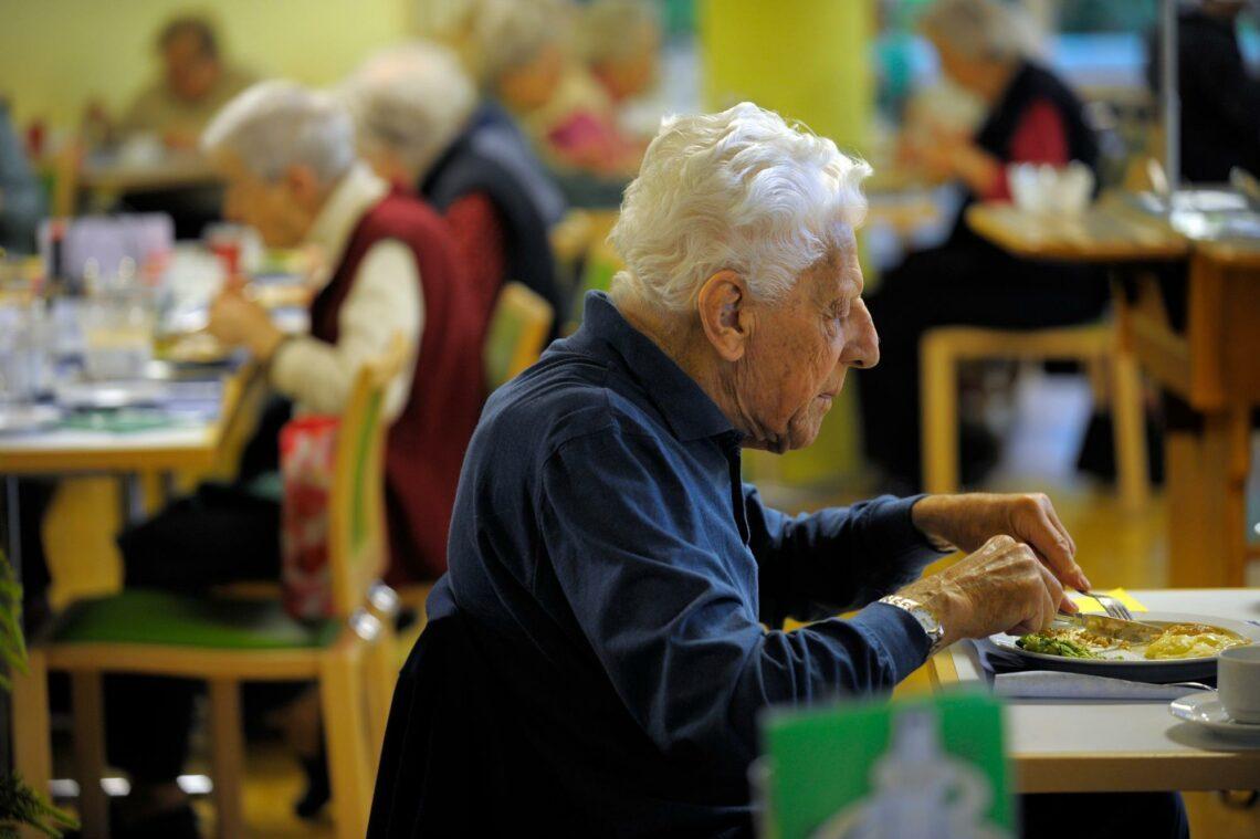 Betreutes Wohnen ist modern und günstig – und doch können es sich viele Senioren nicht leisten