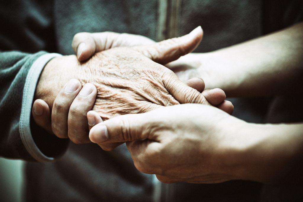 Teure Pflege: So schützen Sie Ihr Vermögen