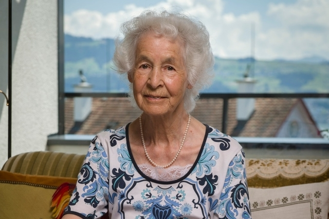 Die alte Dame, die aus dem Altersheim auszog
