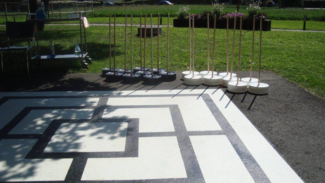 Outdoor-Mühlespiel auf dem Areal des Alterszentrums