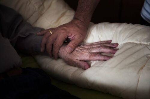 Todkranke sollen in Frieden und Würde sterben können: Die Schwierigkeiten der Sterbehospize