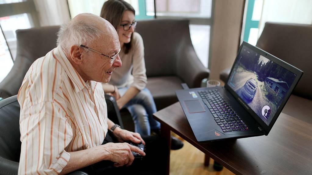 Sechs Studierende leben im Altersheim: Senioren schätzen ihre jungen Mitbewohner
