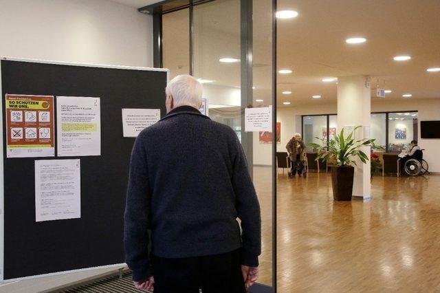 Wer jemanden im Alters- und Pflegeheim besuchen will wie hier im Serata Thalwil, findet offene Türen vor. Aber es gelten strikte Hygienevorschriften.
