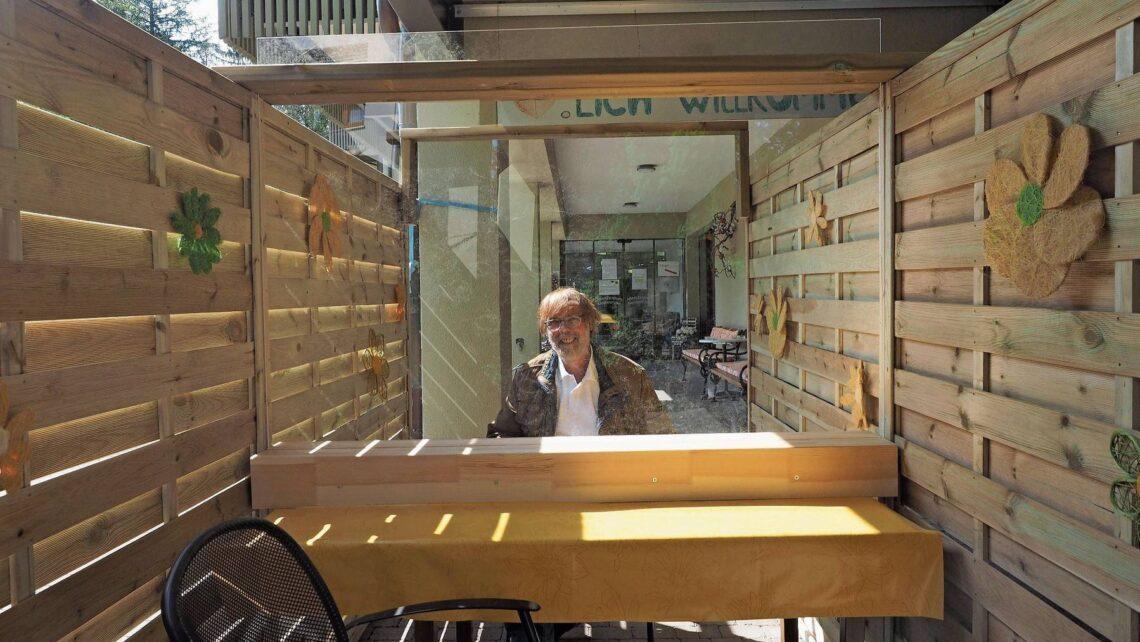 Heinz Stucki, Leiter der «Klostermatte» in Laufenburg, in einer der elf Besucherboxen.