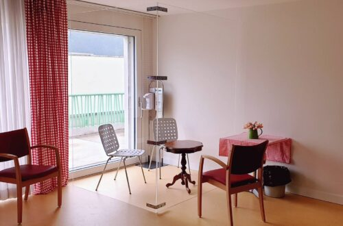 Im Alterszentrum Weihermatt in Urdorf setzt man auf eine Besuchsbox aus Plexiglasscheiben.