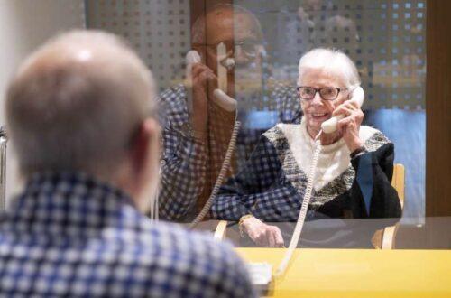 Seit Anfang Juni haben die Altersheime ihre Besuchsregeln gelockert, mancherorts sind sie aber immer noch strikt. Laurent Gillieron / Keystone