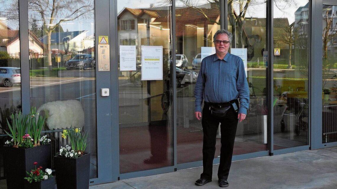 «Das System funktioniert so, wie wir es uns vorgestellt haben»: Andre Rotzetter vor dem Alterszentrum Bruggbach in Frick.