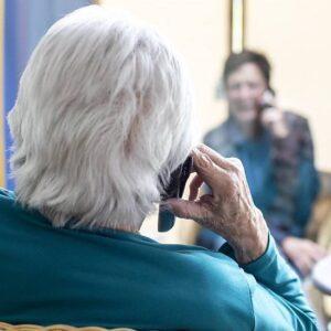 Nachdem das Besuchsverbot im Frühling gelockert wurde, wurden in Pflegeheimen Besuchszonen eingerichtet.
